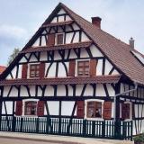 Fachwerkhaus, ca. 17. Jahrh. Bei den kleinen Bauernhausfenstern sind schmale Rahmenhölzer besonders wichtig.