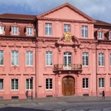 Polizeidirektion Offenburg, auch Königshof genannt, erbaut 1714-1717. Umfassende Sanierung 1982-1988, hierbei haben wir in Zusammenarbeit mit dem staatlichen Hochbauamt die Fenster unter Berücksichtigung der Denkmalpflege, Energieeinsparung und Sicherheit erneuert.
