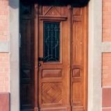 Die Tür: Teil des Gesichts eines Gebäudes
